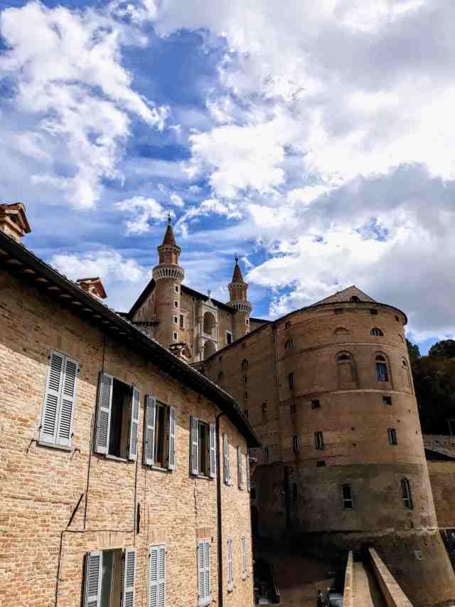 urbino-palazzo-ducale-torri